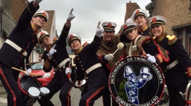 Het J- & T viert feest tijdens carnaval in Cassel, Frankrijk